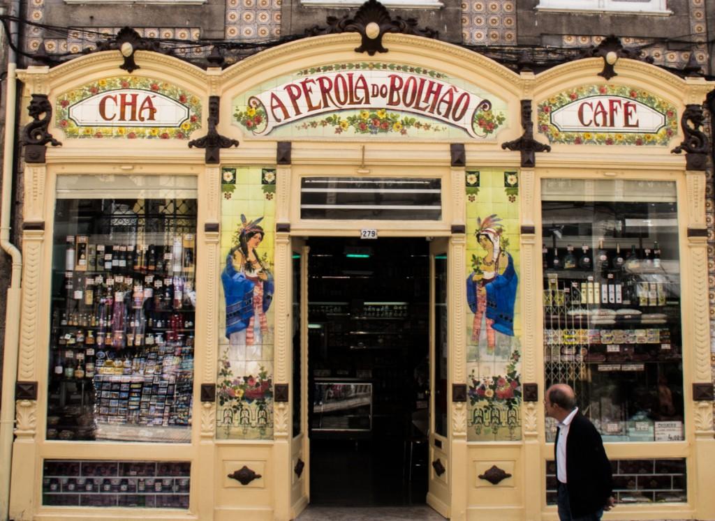 A local Delicatessen shop - Mercearia Fina