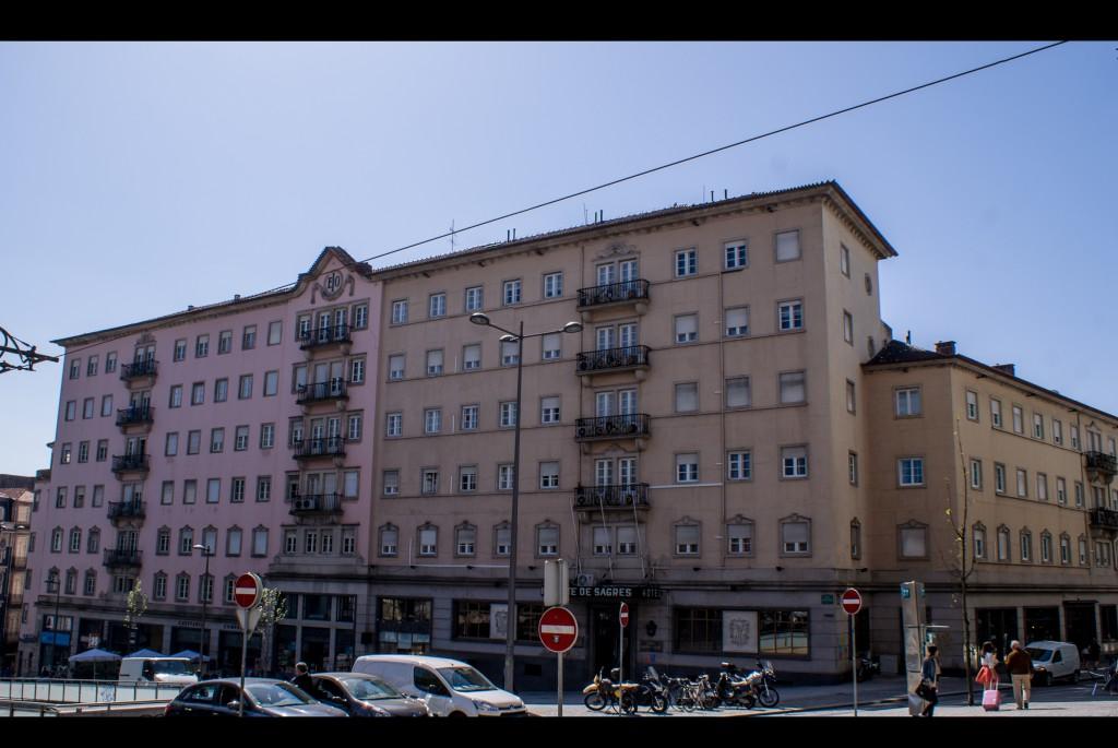 Vista sobre o edifício que alberga o Hotel Infante de Sagres.