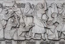 Moisés vocifera contra os adoradores do Bezerro de Ouro após ter recebido as tábuas da Lei