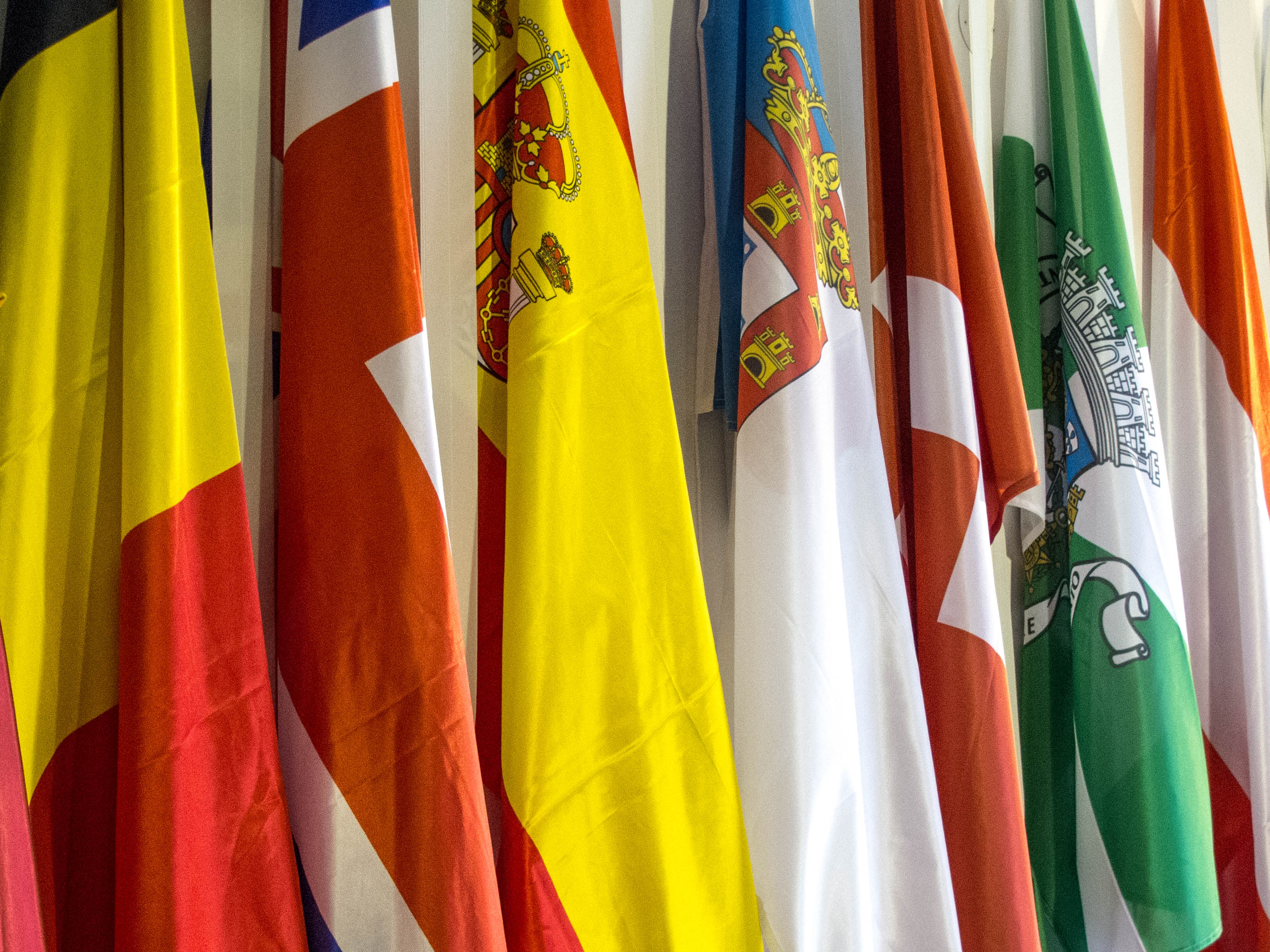 Flags from Belgium, United Kingdom, Spain, Portuguese Monarchy Switzerland and Porto