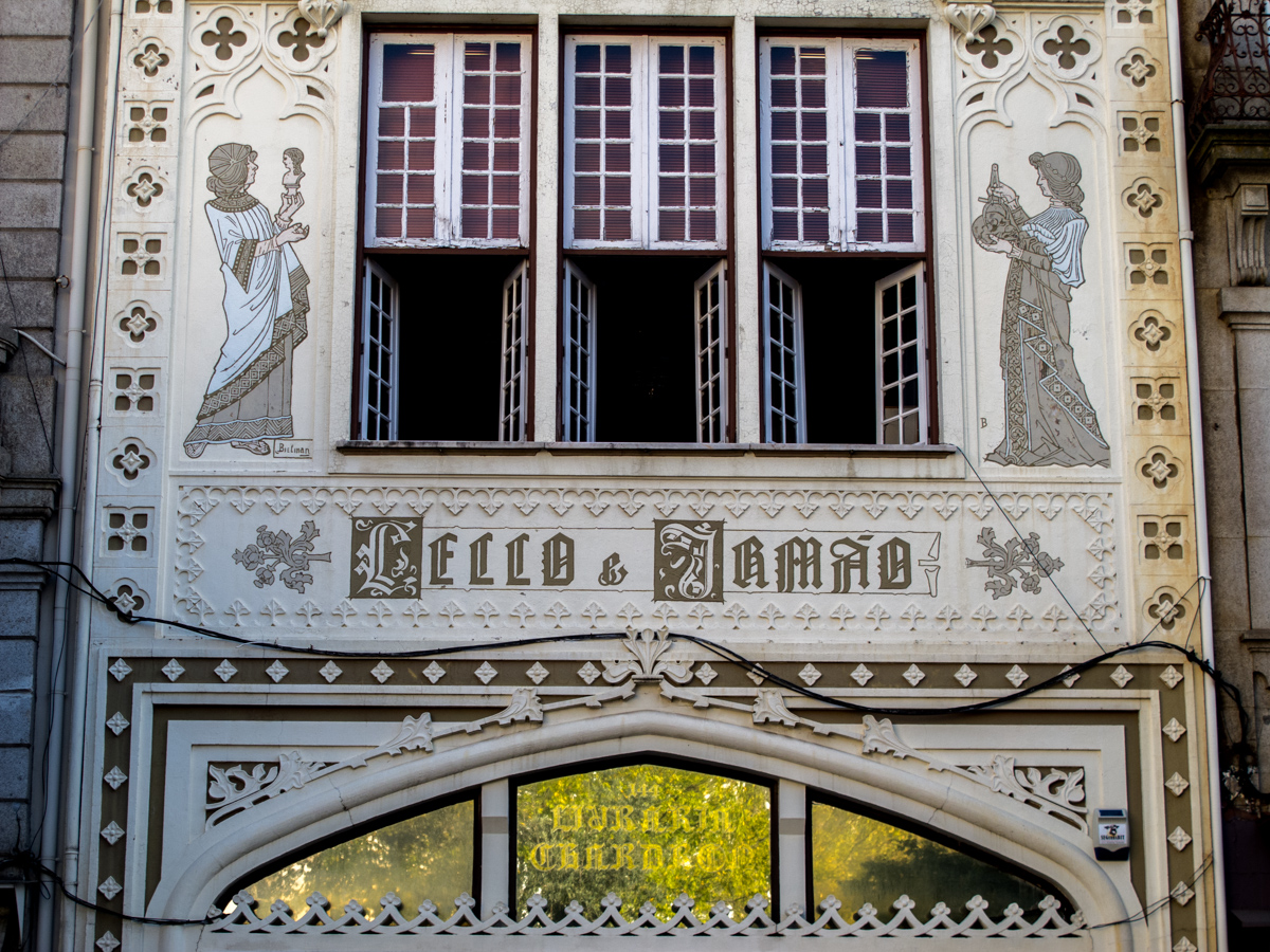 Lello's façade depicting Arts and Science